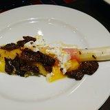 ホワイトアスパラガスとエメンタールチーズの紙包み焼 たっぷり黒トリュフがけ