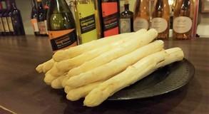 イタリア産ホワイトアスパラガスが盛り上がってきました!